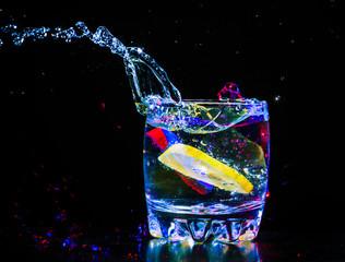 Poster de jardin Eclaboussures d eau colourful coctail