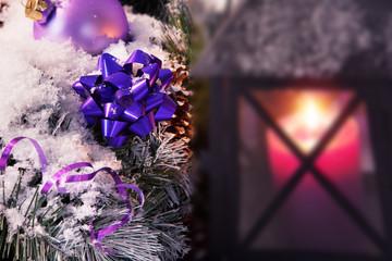 Weihnacht Gruß Karte, lila Kugeln mit Kerze