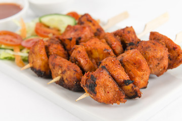 Chicken Tikka Kebab - Chicken skewers, salad & chili sauce