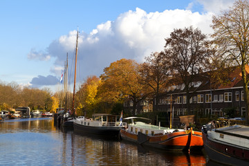 Fototapete - ships on the canal in Groningen
