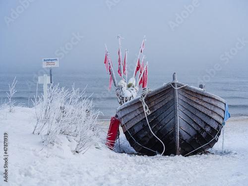 ein fischerboot auf der insel usedom im winter photo. Black Bedroom Furniture Sets. Home Design Ideas