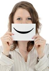 Junge Frau mit Smiley-Schild