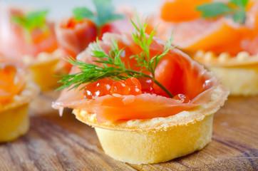 tartalets with salmon