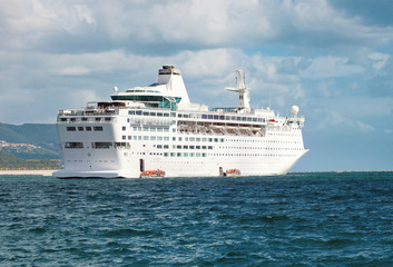 Fototapete - cruise ship in navigation