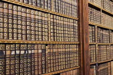 Stores à enrouleur Bibliotheque Old books in the Library of Stift Melk, Austria.