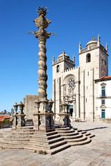 Kathedrale von Porto mit Schandpfahl, Portugal