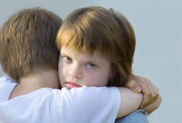 deux enfants dont l'un est trisomique