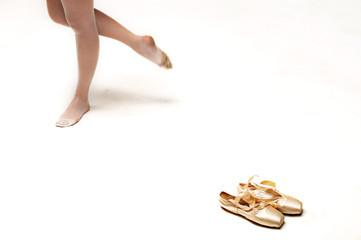 ballerina con scarpette da danza sfondo bianco