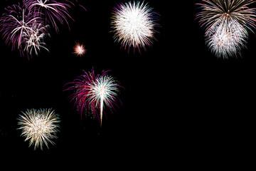 Buntes Feuerwerk mit Textfreiraum