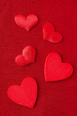 Hearts of different sizes on a red background