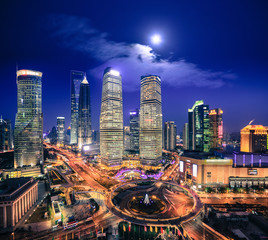 Poster Pleine lune bird's eye view of shanghai skyline at night