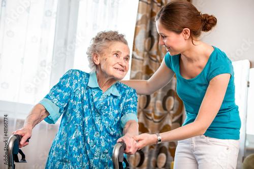 starik-vzyal-domrabotnitsu