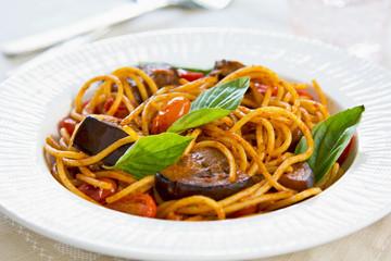 Spaghetti with aubergine and tomato