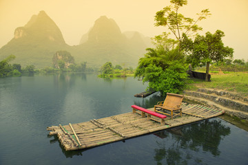 Keuken foto achterwand China Bamboo rafting on river, Yangshou, China
