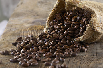 Canvas Prints Coffee beans Grains de café renversés
