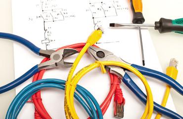 Werkzeug und Kabel