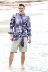 ansgar,debout,plage,chemise