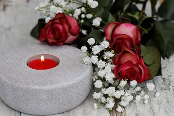 Kerze mit Rosen