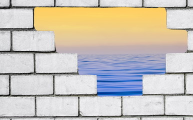 Meeres-Blick durch Mauer