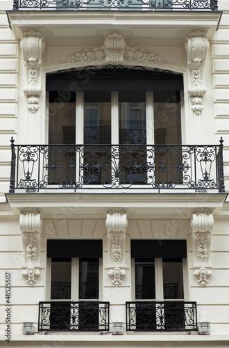 nobles haus mit balkon in paris altbau stockfotos und lizenzfreie bilder auf. Black Bedroom Furniture Sets. Home Design Ideas