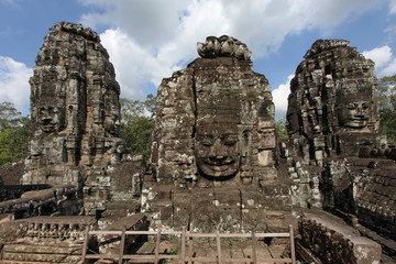 Trois visages du Bayon. Angkor