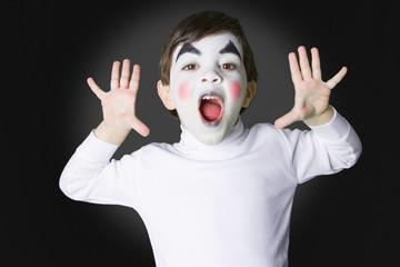 niño disfrazado de mimo
