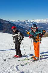 Jeunes skieurs sur les pistes (Jumeaux 11 ans)