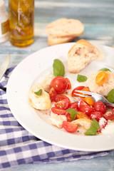 Tomaten an Olivenöl mit Brot