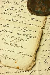 pagine manoscritte e moneta