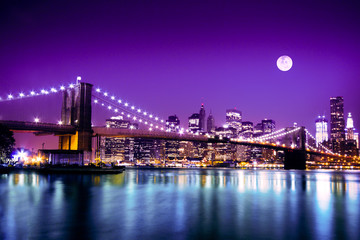 Poster Pleine lune Brooklyn Bridge and NYC skyline with full moon