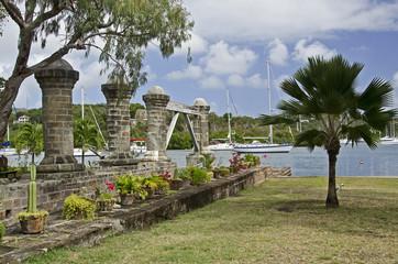 Antigua, Nelson´s Dockyard, alter Hafen, Säulen.