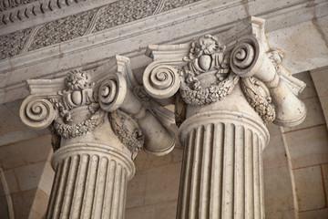 Säulen eines Gebäude - Paris