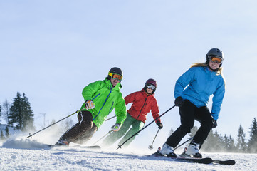 mehrere Skifahrer Wall mural