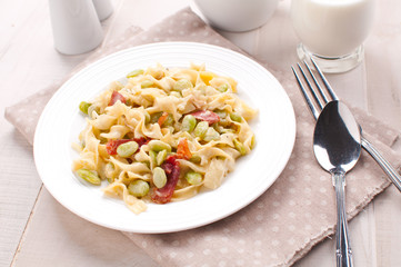 Pasta with prosciutto and green lima beans