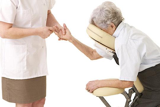 Massage à domicile - Étirements des doigts