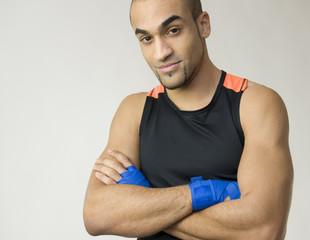 Boxeur les bras croisés