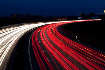 Autos auf Autobahn bei Nacht Fotomurales