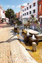Kuhbrunnen in der Wunstorfer Fußgängerzone, Deutschland