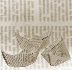 In de dag Kranten Boote aus Zeitungspapier
