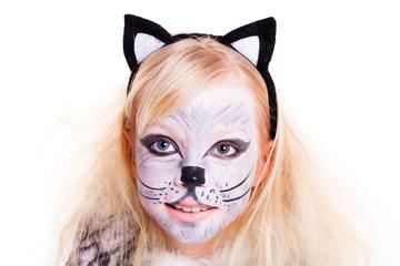 kleines Mädchen als Katze verkleidet