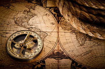 Fototapete - old compass and rope on vintage map 1752