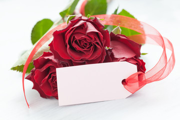 Rosen mit Schild