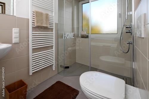 kleines badezimmer nach renovierung stockfotos und lizenzfreie bilder auf bild. Black Bedroom Furniture Sets. Home Design Ideas