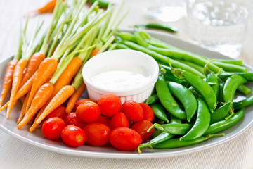 Fresh vegetables with dipping sauce