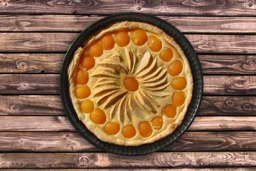 Tarte pomme abricots, fond bois