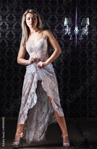 прозрачное платье сняла
