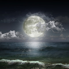 Poster Full moon ght cloudy sky with moon