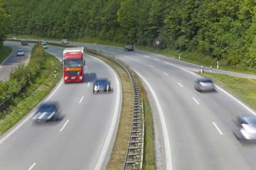 Autobahn mit LKW
