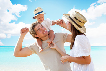 Wall Mural - familie am strand