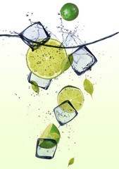 Photo sur Aluminium Dans la glace Limes with ice cubes